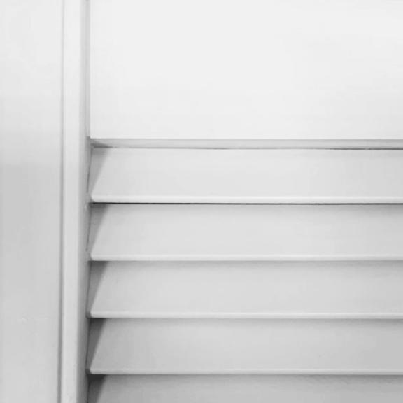 white-louvre-door-closeup